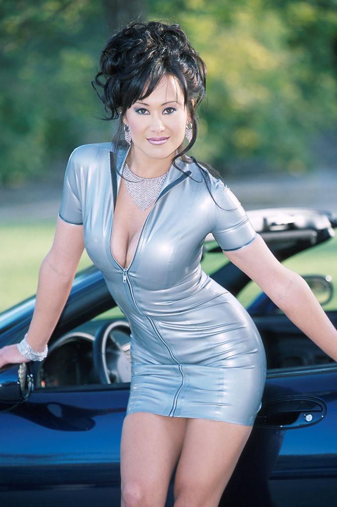 Asia Carrera kuumottelee corvettea ja levittää pillua